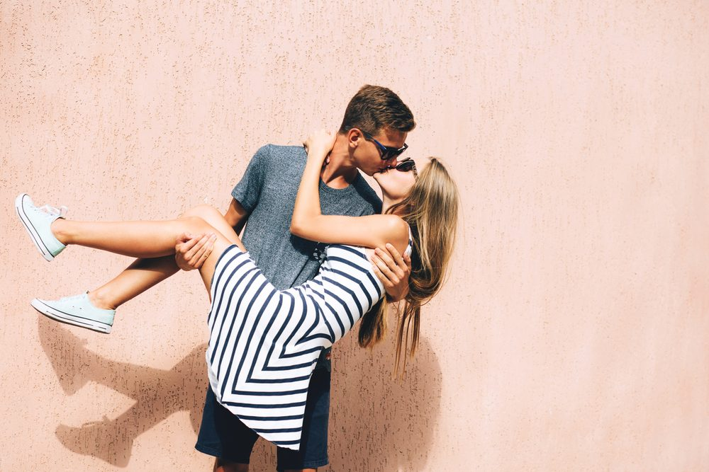 man who uses Progentra carrying and kisses girlfriend